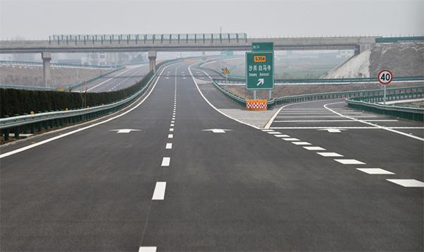 潜石高速公路潜江至江陵段