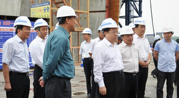 省委副书记、省长王晓东视察嘉鱼长江公路大桥