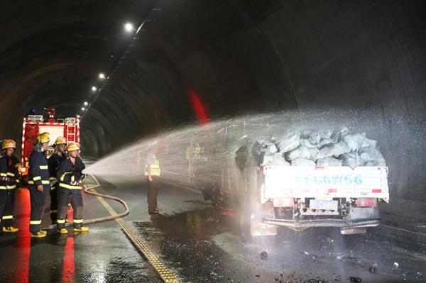 隧道内的声光报警电路
