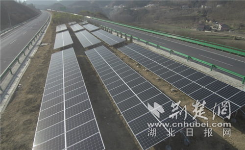 高速公路中央分隔带分布式光伏发电站.png